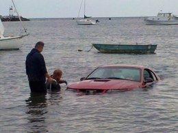 Grosse fatigue : il noie sa Ford Mustang en l'utilisant pour tracter un bateau