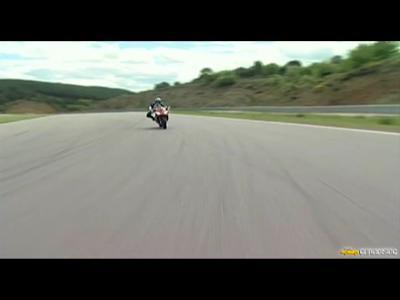 Aprilia RSV-4 Factory 2009 (full) : Du Mondial Superbike à la route…