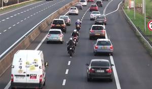 Finalement, les motards vont pouvoir remonter les files dans certains départements