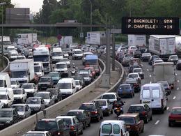 """Le maire de Paris veut interdire les véhicules """"anciens"""" dans la capitale"""