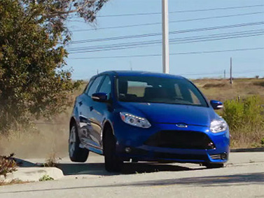 [vidéo] Ford Focus ST et Volkswagen Golf GTI en action