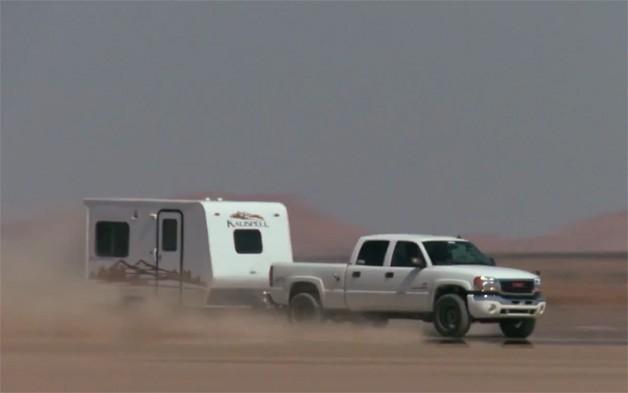 insolite un nouveau record de vitesse en tractant une caravane. Black Bedroom Furniture Sets. Home Design Ideas