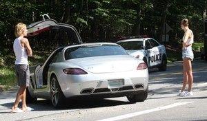 Justin Bieber en panne au volant de sa Mercedes SLS