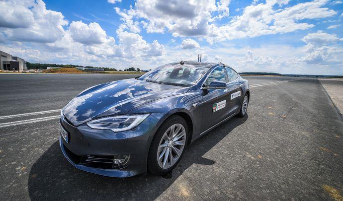 Étude: Les voitures autonomes sont encore loin d'être au point (vidéo)