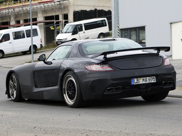 Surprise en vidéo : la future Mercedes SLS Black Series gronde