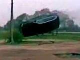 [Vidéo] Comment détruire un BMW X5 en tentant un tonneau aérien
