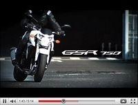Vidéo promotionnelle aussi pour la Suzuki 750 GSR 2011