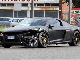 Le joueur de Manchester Mario Balotelli détruit son Audi R8 V10