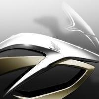 Nouveauté - Honda: Le blason ailé veut prendre la main sur le tout chemin