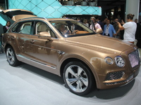 Bentley Bentayga : recordman du monde - Vidéo en direct du salon de Francfort 2015