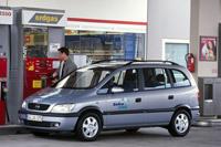 Gros plan sur l'Opel Corsa GNC 2007 et le gaz naturel