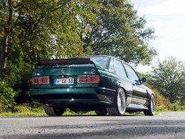 Manhart Racing colle un V8 sous le capot de la BMW M3 E30