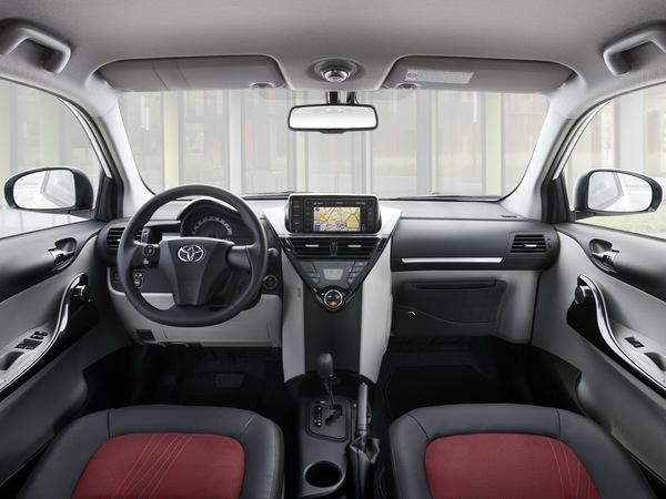 Mondial de Paris 2010 : habitacle remanié pour les Toyota iQ et Aygo