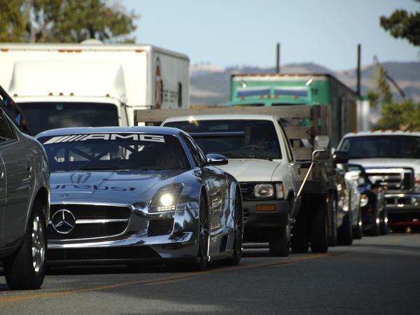 Une Mercedes SLS AMG GT3 perdue dans la circulation