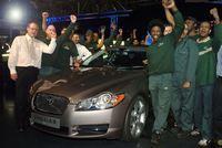 La première Jaguar XF sort des chaînes de production