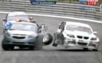[Vidéo]WTCC à Pau: La voiture de sécurité provoque un crash !