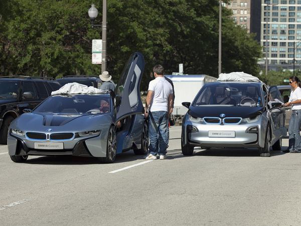 Les BMW i8 et i3 tournent dans Chicago