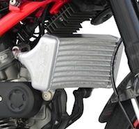 Radiateur à huile racing pour votre Ducati Hypermotard, signé SC-Project.
