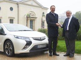 Yves Coppens roule en Opel Ampera