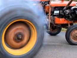 Terrific machine : Un tracteur avec un moteur de Volvo 240 Turbo