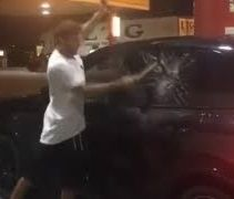 Vidéo: Iannone explose sa Porsche au marteau !