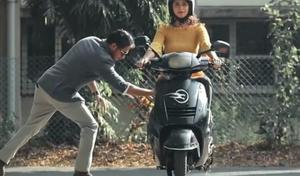 Commande vocale et système stabilisateur, un scooter indien bluffant