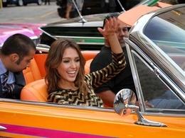 Jessica Alba en Impala Lowrider pour la promo de Machete
