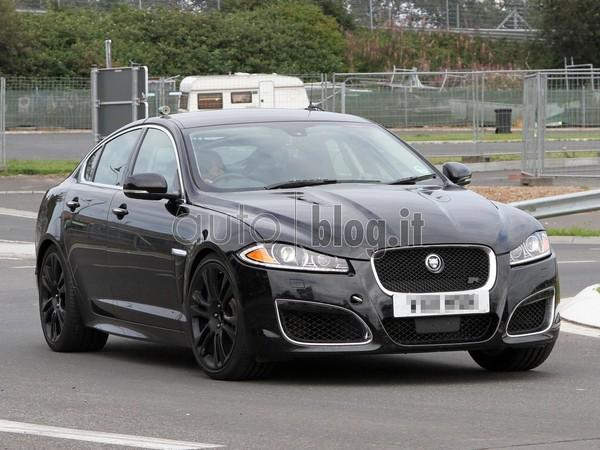 Surprise : la future Jaguar XFR-S et ses grosses narines