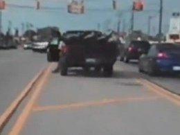 [vidéo] Cartoonesque : cet américain essaie de freiner sa voiture avec son pied