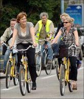 Dominique Voynet a fait une tournée verte à Grenoble : à bicyclette !
