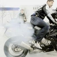 Sportive - BMW: La S 1000RR c'est comme Renée la taupe