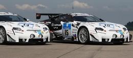 La Lexus LF-A pose avant les 24 Heures du Nürburgring