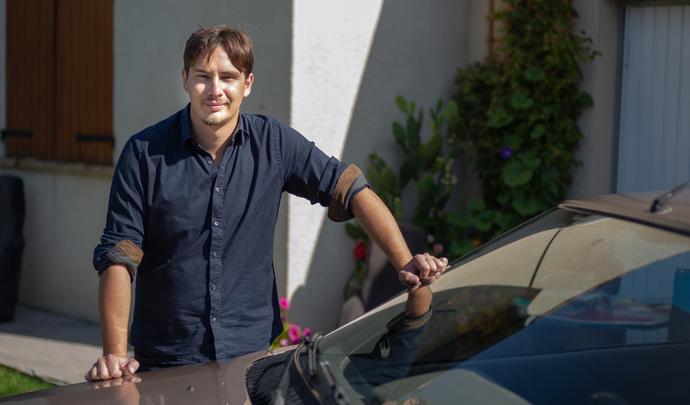 L'auto des voisins - En Seine et Marne, Tim bichonne sa voiture idéale : une Renault Fuego