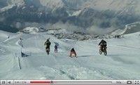 Vidéo moto : Ski vs Motocross, parce que ça sent bon la neige