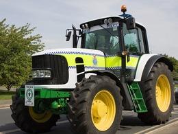 """La police britannique se dote d'un tracteur pour lutter contre la """"délinquance rurale"""""""