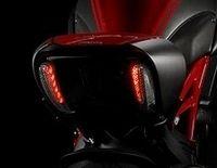 """16 995 $ la Ducati Diavel de base, """"un peu"""" plus pour la version carbone..."""