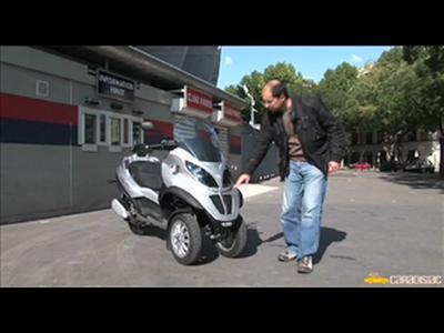 Piaggio MP3 LT 250 : quand le scooter devient l'ami des automobilistes