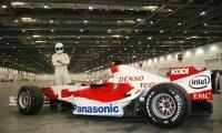 Le Stig fait joujou avec une F1 Toyota