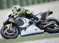 Moto GP - Bridgestone: Valentino Rossi adoube le nouveau Battlax T30