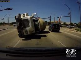 Vidéo : quand un camion rencontre votre voiture