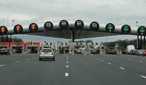 Nationalisation des autoroutes, hausse de taxes: l'automobile s'invite déjà dans la présidentielle
