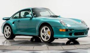 Une Porsche 911 993 Turbo S quasiment neuve affichée plus de 800 000 €