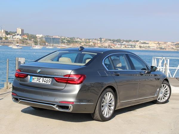 La BMW Série 7 arrive en concession : voyage dans le futur