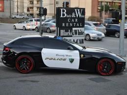 Attention à la police californienne en Ferrari FF