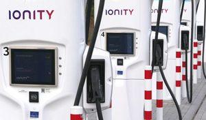 """Borne Ionity : le tarif change, jusqu'à 70 euros le """"plein"""" d'une électrique !"""