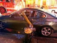 Mal garé, les pompiers transpercent sa voiture