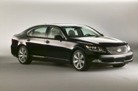 Lexus LS 600h L 2008 : une hybride luxueuse sous le soleil de 2007