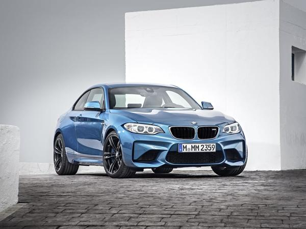 BMW officialise la M2