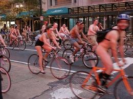 La «Naked Bike Ride» prend ses quartiers à Philadelphie et en 2011 à Paris