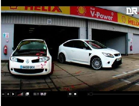 [vidéo] : Ford Focus RS vs Renault Megane R26-R à Silverstone : quelle est la plus rapide ?